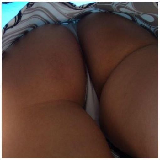 Femme bourgeoise sexy exhibe son gros cul en webcam x